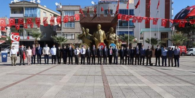 Başkan Çetin Akin TURGUTLU 'nun kurtuluşunun 98.yildönümünü kutladi