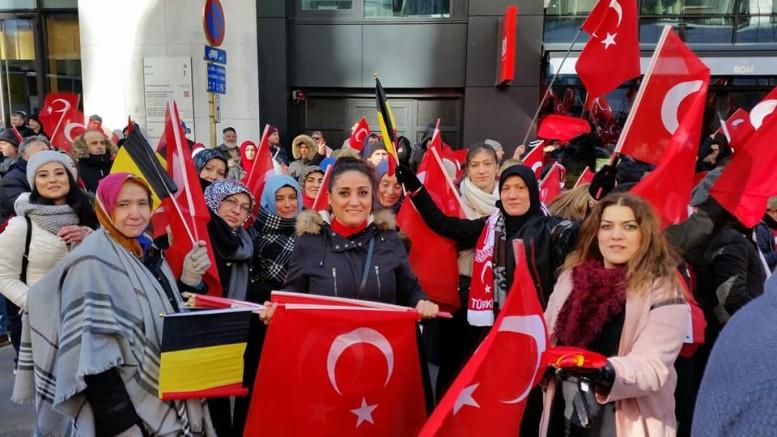Brüksel'de UETD'den Zeytin Dalı'na destek mitingi