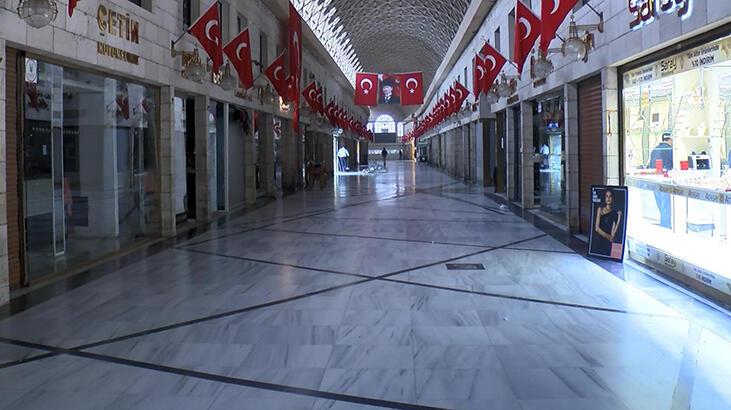 Bursa'da Kapalı Çarşı esnafı bir hafta dükkanlarını kapattı