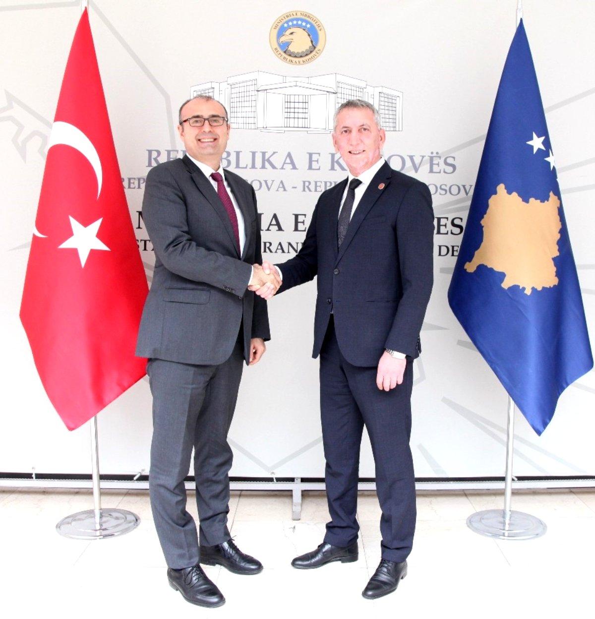Büyükelçi Sakar'dan Kosova Savunma Bakanı Quni'ye ziyaret