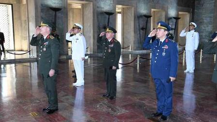 Orgeneral Hulusi Akar ve Kuvvet Komutanları Anıtkabir'i ziyaret etti