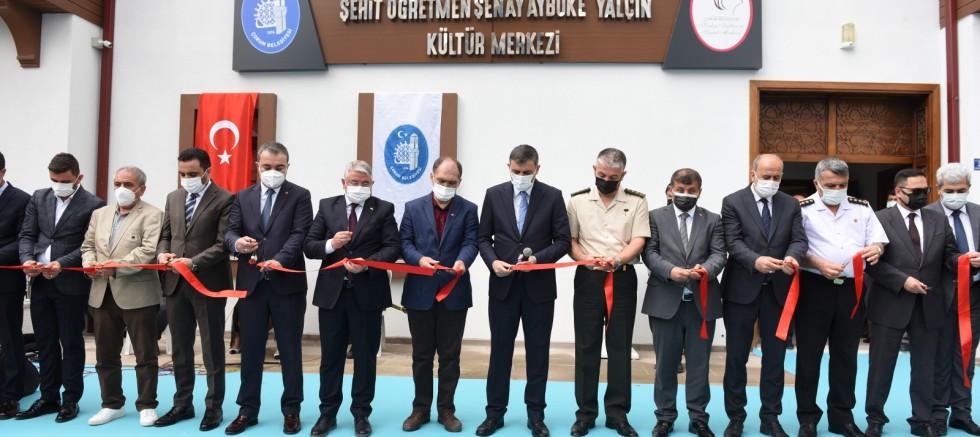 Şehit Öğretmen Şenay Aybüke Yalçın Kültür Merkezi törenle açıldı